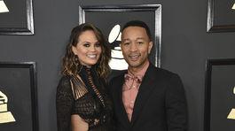 Manželia Chrissy Teigen a John Legend prišli už tradične spolu.
