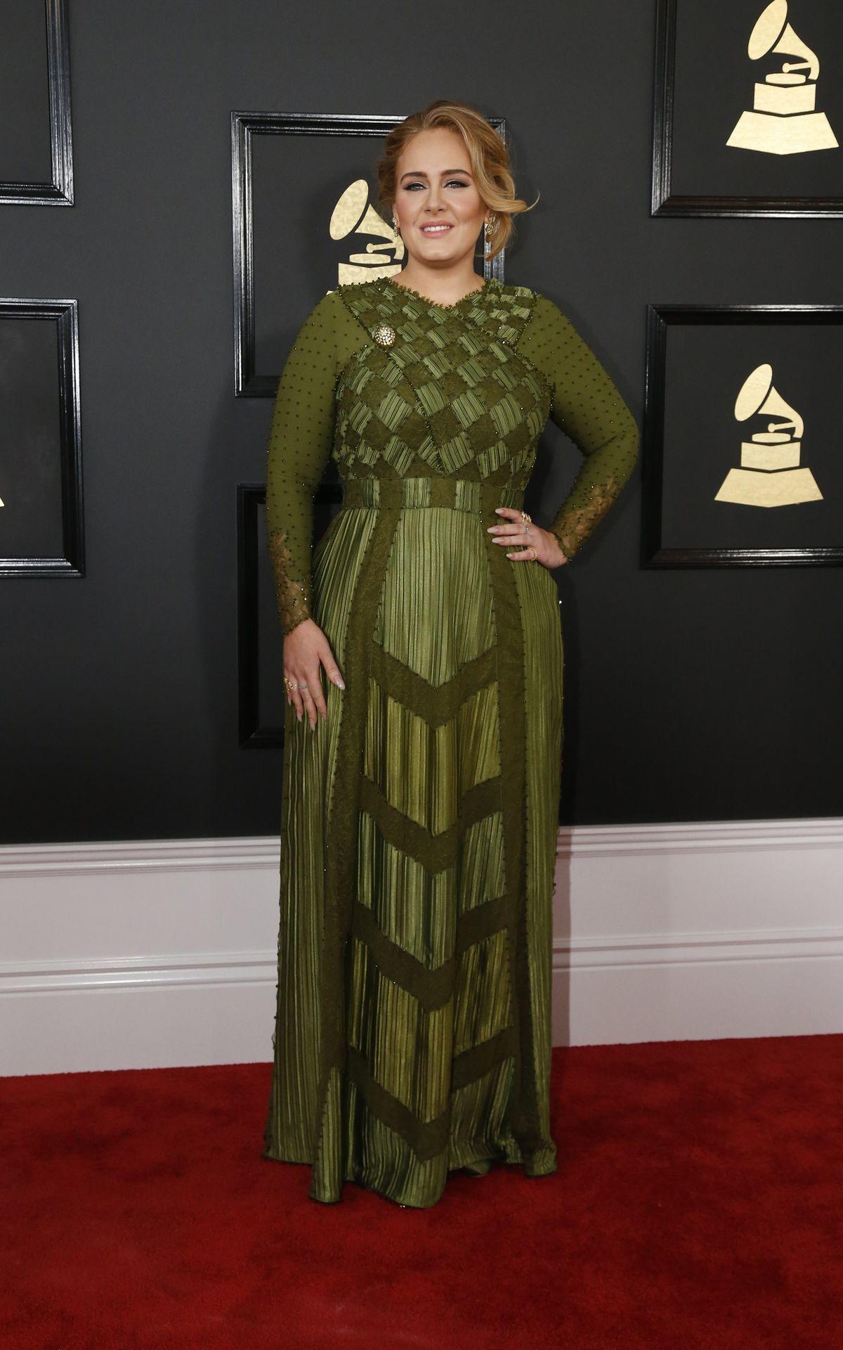 Ocenená Adele prišla v šatách Givenchy Haute...