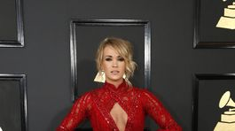 Speváčka Carrie Underwood v bohato zdobenej róbe Elie Madi.