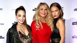 Christie Brinkley (v strede) a jej dcéry Sailor Brinkley Cookm (vpravo) a Alexa Ray Joel (vľavo).