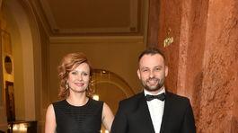 Herečka Jitka Schneiderová a jej garde Marek Dědík.