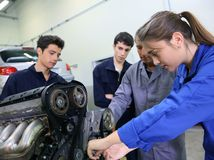 práca, kariéra, robota, automechanik,