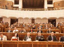 Prieskum: Do parlamentu by prešlo osem politických subjektov