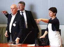 Rozkol v AfD, Frauke Petry vynadala kolegom priamo pred novinármi