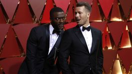 Aldis Hodge (vľavo) a Glen Powell
