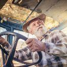 dôchodca, dôchodok, pracujúci, traktor
