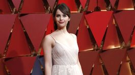 Herečka Felicity Jones v kreácii Dior Couture.
