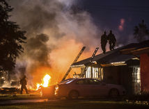 hasiči, požiar, Kalifornia, pád lietadla, dom