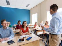 škola, študenti, mladí ľudia