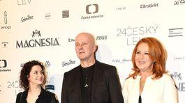 Ondřej Soukup s partnerkou Luciou Šoralovou (vľavo) a herečkou Simonou Stašovou