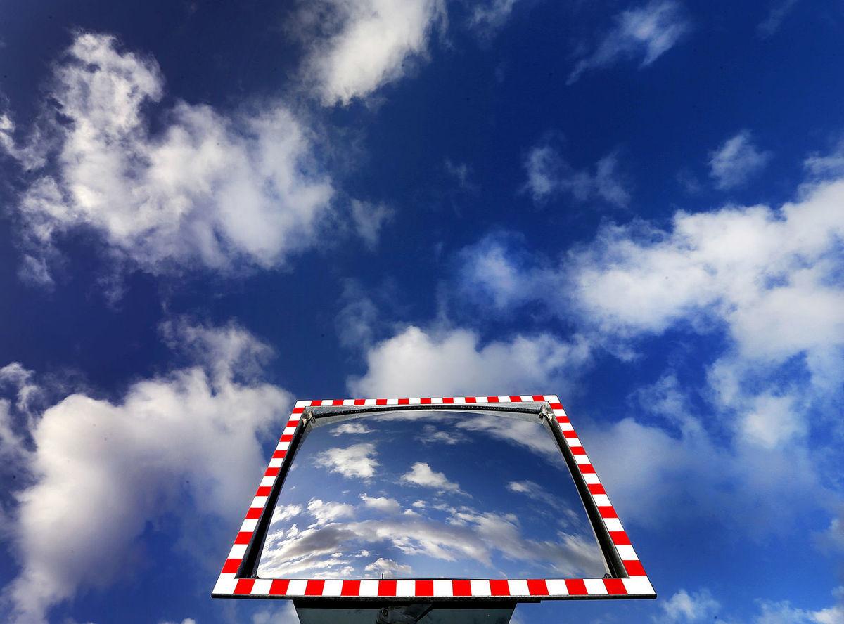 zrkadlo, obloha, oblaky,