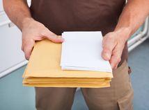 Muž, zásielka, dokumenty, obálka, balík