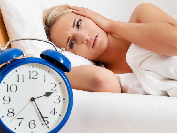 spálňa, spánok, nespavosť, vstávanie, budík