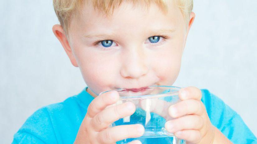 dieťa, voda, smäd, pitný režim