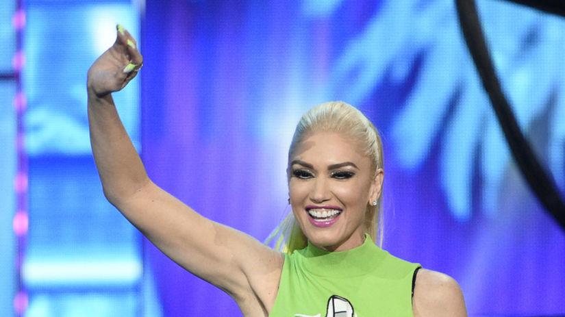 Speváčka Gwen Stefani prezentovala jednu z cien...