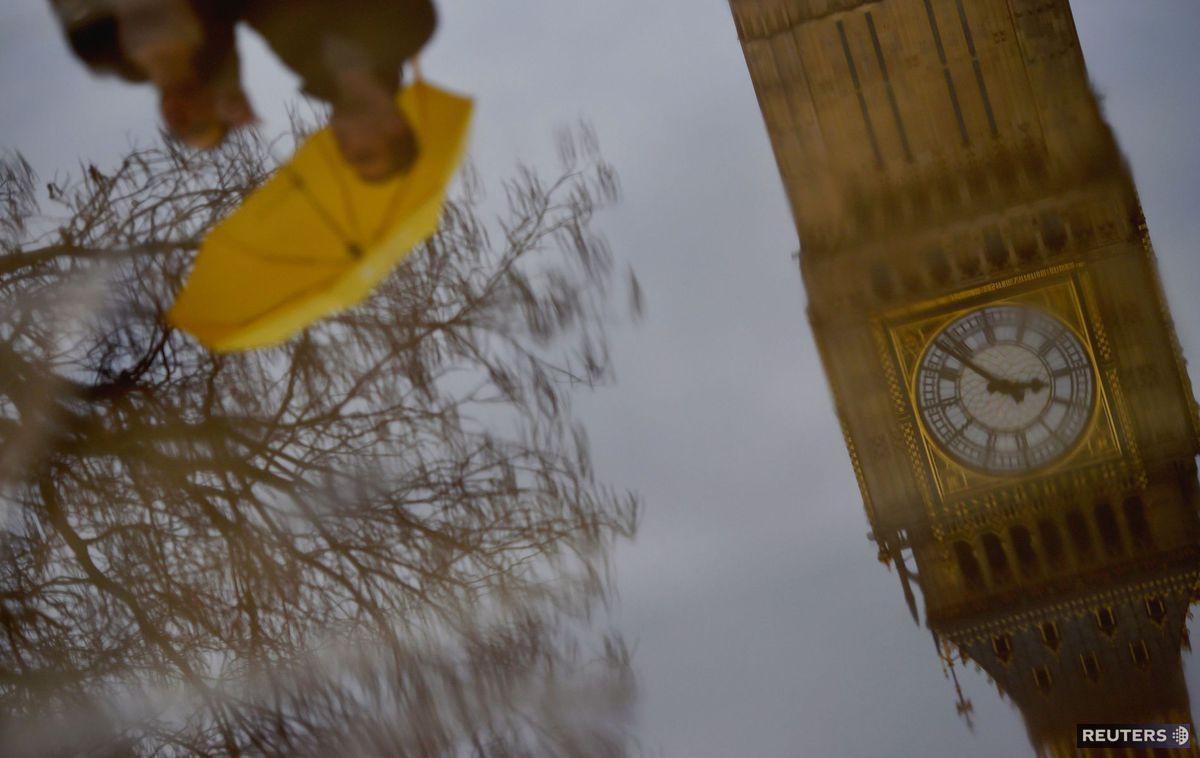 Londýn, Big Ben, dážď, dáždnik, mláka