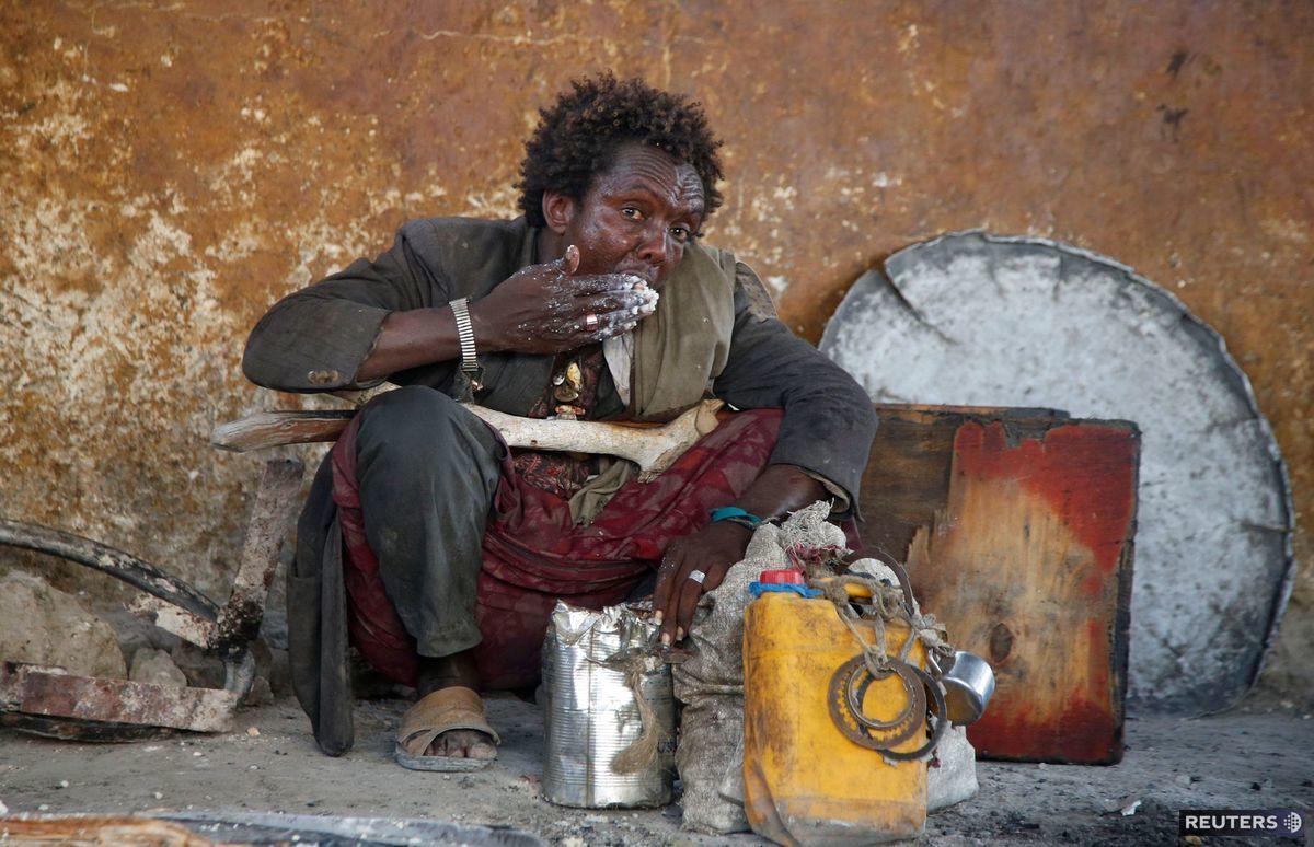 Somálsko, černoch, jedenie, jedlo, ulica
