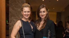 Moderátorka Adriana Kmotríková (vľavo) prišla s kamarátkou.