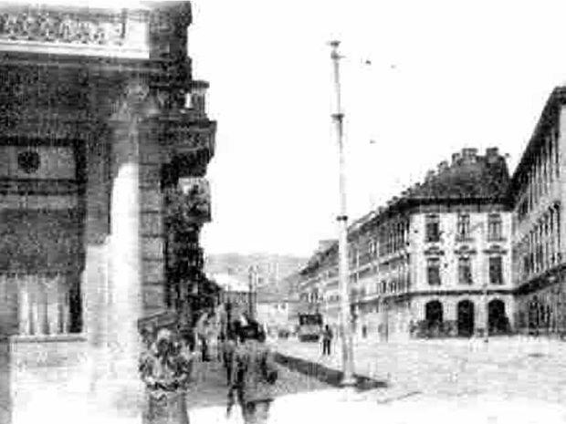 Riešené územie na historickej snímke. Vpravo Landererov palác.
