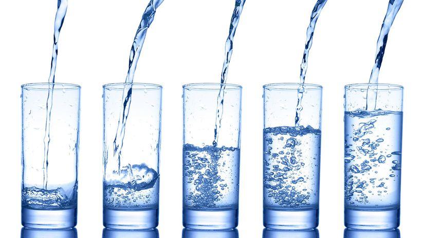 voda, pohár