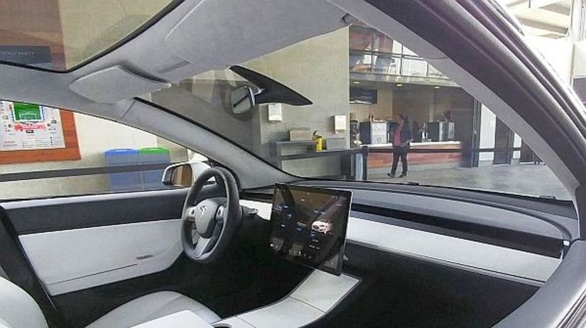 Tesla Model 3 - interiér