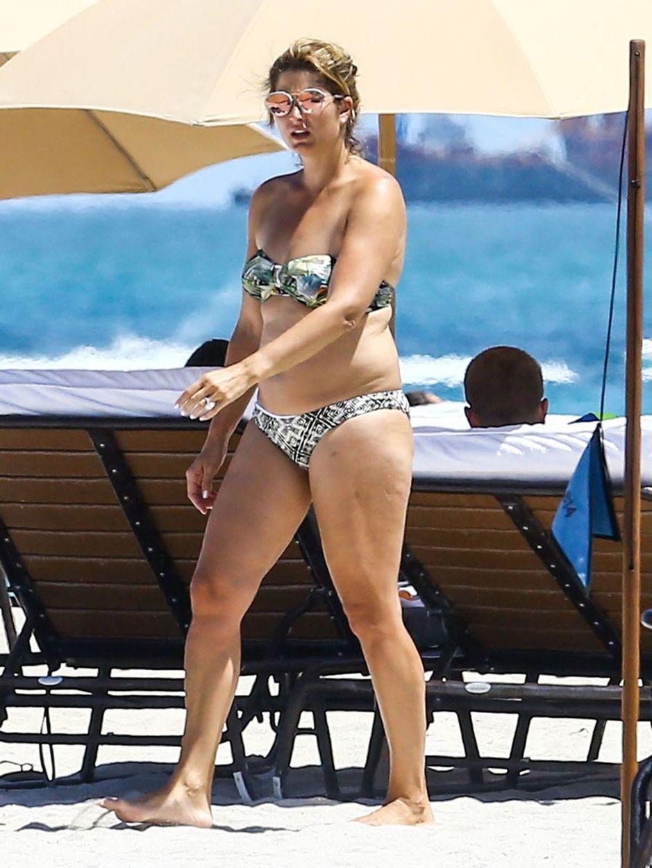 Mirka  Federer si vychutnávala relax na pláži v Miami.