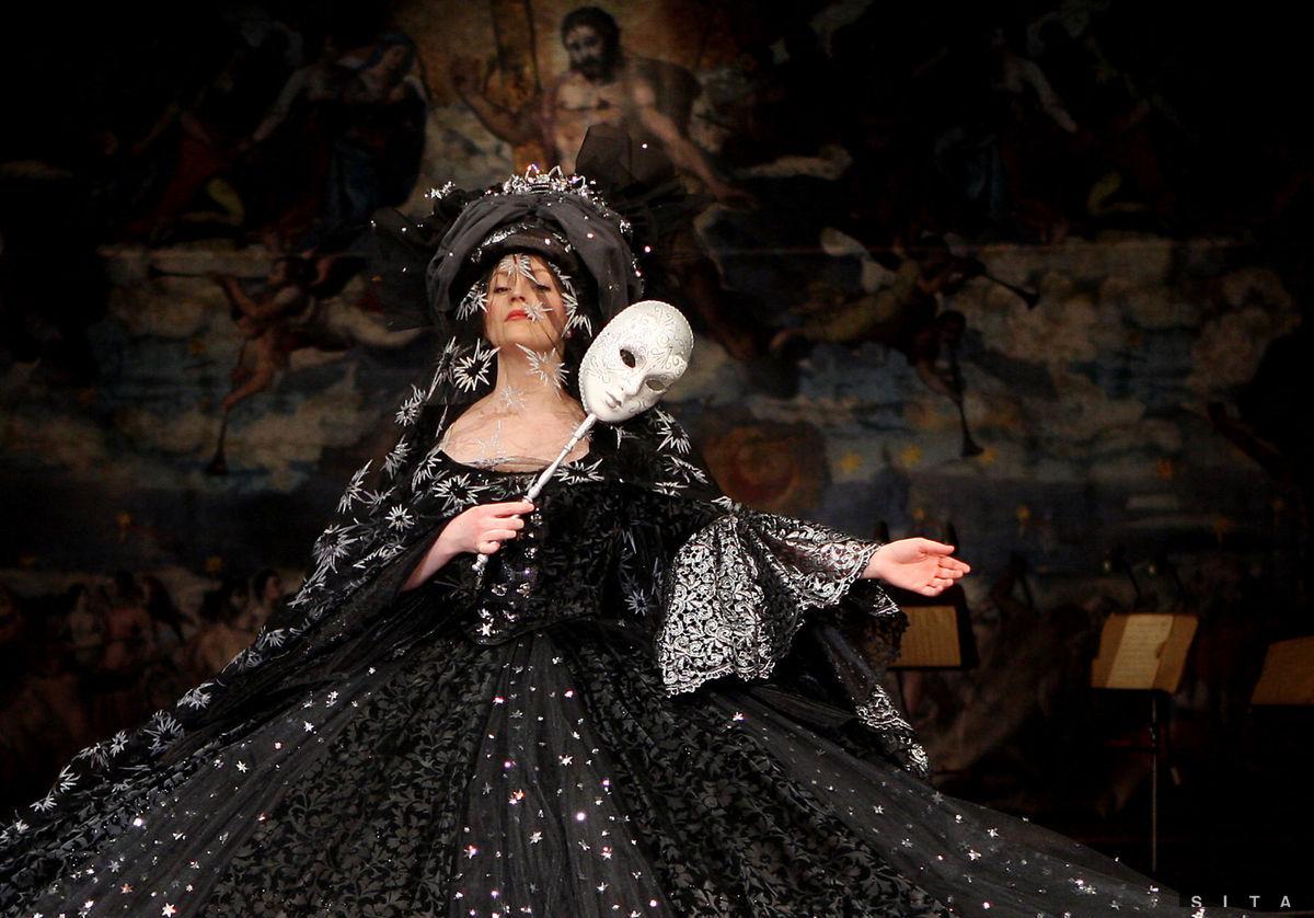Barbora Švidraňová v inscenácii Amadeus na doskách SND.