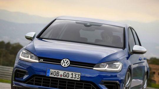 VW Golf R: Wolfsburský expres pridal 10 koní. Stovku dá za 4,6 s!