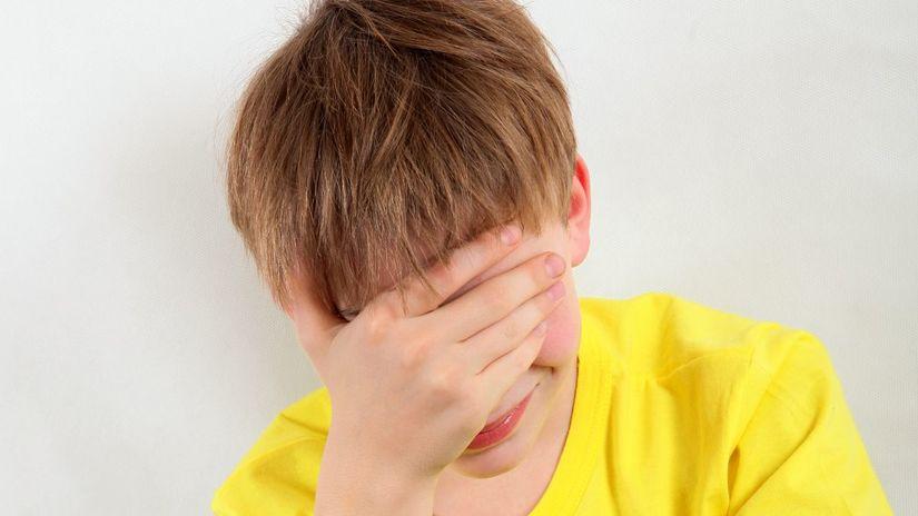 chlapec, plač, depresia, tablet, dieťa