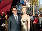 režisér  James Gunn  a herečka Elizabeth Debicki na premiére filmu Strážcovia galaxie 2 v  Hollywoode.