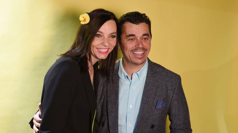 Herec Roman Pomajbo a jeho manželka na premiére...