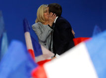 Sčítaných 70 percent hlasov: Už vedie Macron, druhá je Le Penová