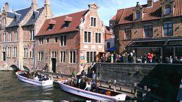 Bruggy, Belgicko, kanál, loď, plavba, čln, turisti, prehliadka mesta