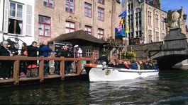 Bruggy, Belgicko, kanál, loď, plavba, turisti, prehliadka