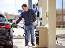 Ropa otočila kurz, palivá lacnejú