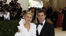 Herečka Claire Danes (v kreácii Monse) a jej manžel - herec Hugh Dancy.
