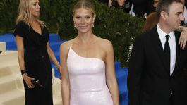 Herečka Gwyneth Paltrow v kreácii Calvin Klein Collection.