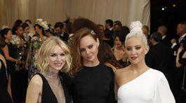 Herečka Naomi Watts, dizajnérka Stella McCartney a herečka Kate Hudson.