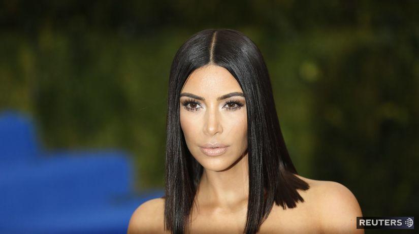 Kim Kardashian prišla v kreácii Vivienne Westwood