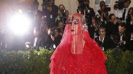 Speváčka Katy Perry v kreácii Maison Margiela.