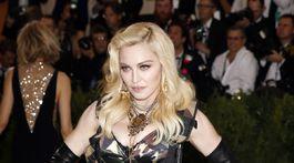 Speváčka Madonna v kreácii Moschino by Jeremy Scott.