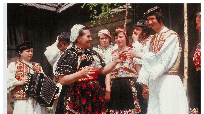 stavanie mája, máj, ľudové tradície, kroje,...