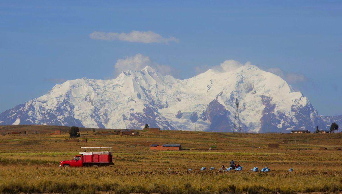 Bolívia, hory, kopce, sneh, farmári, poľnohospodárstvo,