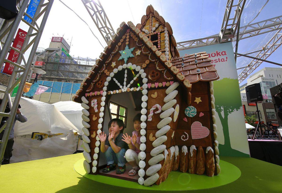 Japonsko, perníková chalúpka, perníkový domček, deti