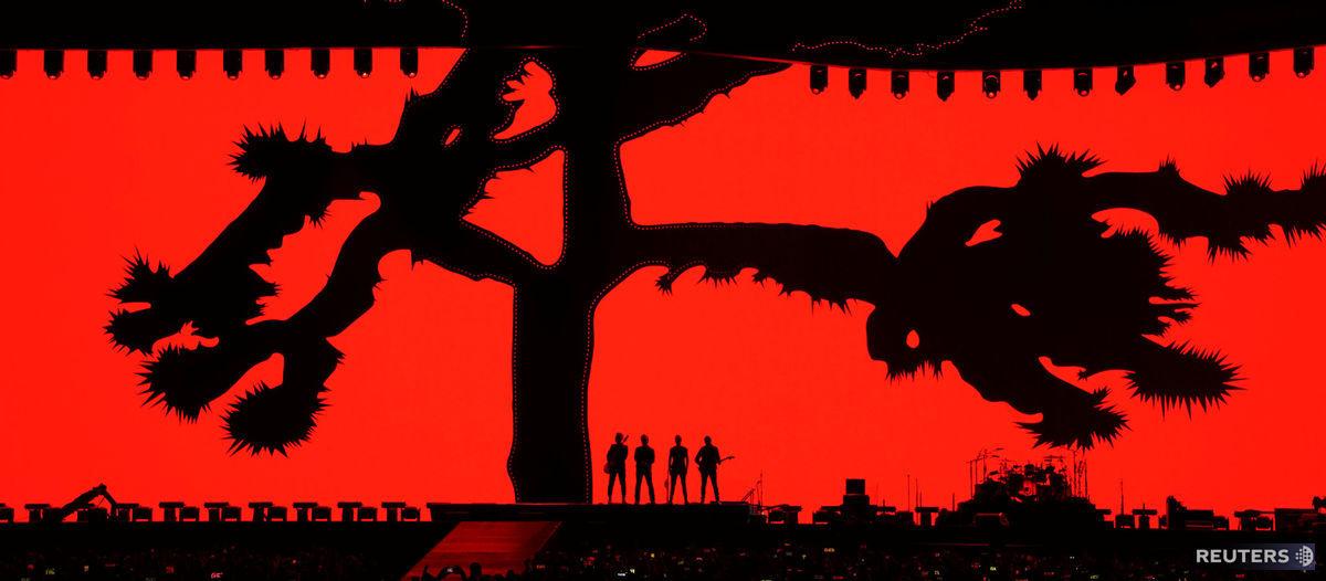 U2, koncert, kapela, hudba, pódium, vystúpenie, The Joshua Tree Tour 2017