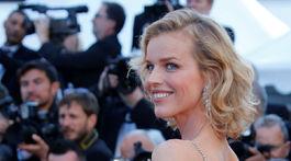 Česká topmodelka Eva Herzigová nechýbala na úvodnom ceremoniáli v Cannes.