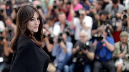 Herečka Monica Bellucci pózuje fotografom v Cannes. Talianka bude moderovať úvodný aj záverečný ceremoniál podujatia.