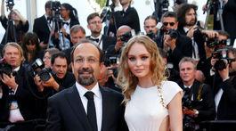 Iránsky režisér Asghar Farhadi a herečka Lily-Rose Depp (v kreácii Chanel).