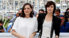 Marion Cotillard (vľavo) a Charlotte Gainsbourg