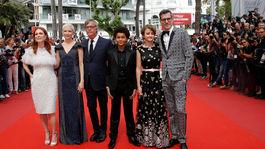 Todd Haynes (tretí zľava) pózuje s hercami svojho filmu Wonderstruck - zľava: Julianne Moore, Michelle Williams, Jaden Michaeland, Millicent Simmonds